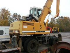 Excavator industrial pe pneuri Liebherr A 932